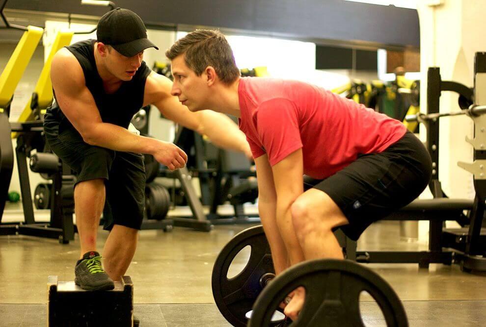 treino intenso de musculação